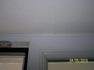 Unzureichende Fixierung Deckenachschluss Fenstertüre-Putzausriss